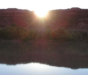 sunrise 2 -- photo by Sienna, Green River, 27 September 2004