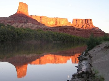 sunset 1 (Canyonlands) -- photo by Sienna, Green River, 24 September 2004